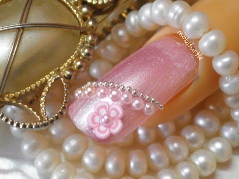 nail art con fiore in fimo e perle