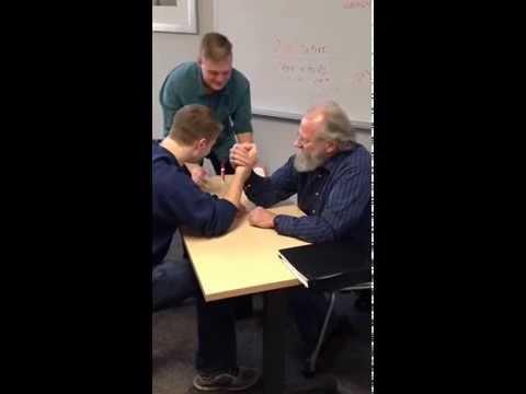 19歲學生被70歲老師KO