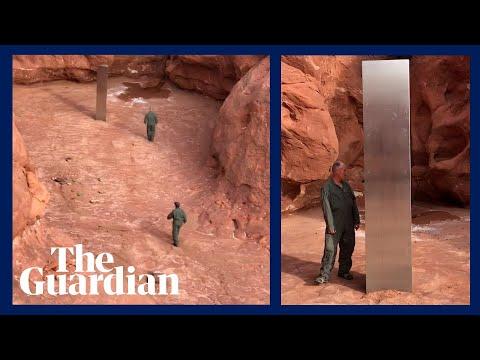 Iemand heeft een monoliet van 3 meter in de woestijn van Utah geplaatst en niemand weet waarom