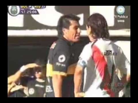 Boca 2 - 0 River  Medel lo corre a la Gata Gallardo