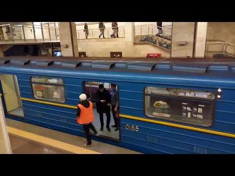 В киевском метро задержали голого мужчину