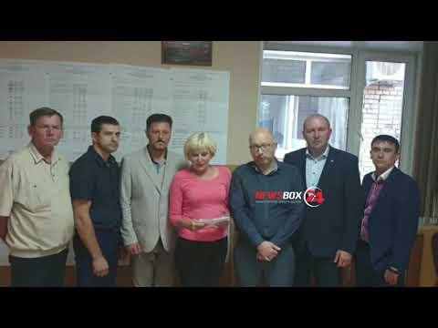Скандал в Уссурийске. Коммунисты забаррикадировались на избирательном участке!