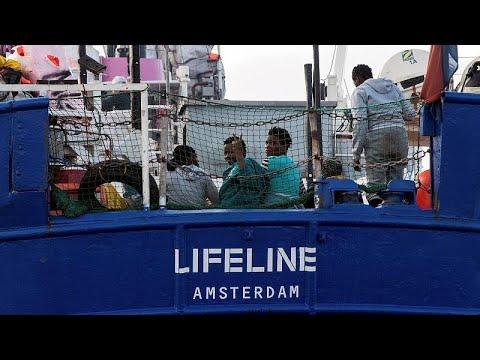 ΕΕ: Κόντρα Σαλβίνι – Μακρόν για τις διασώσεις μεταναστών…