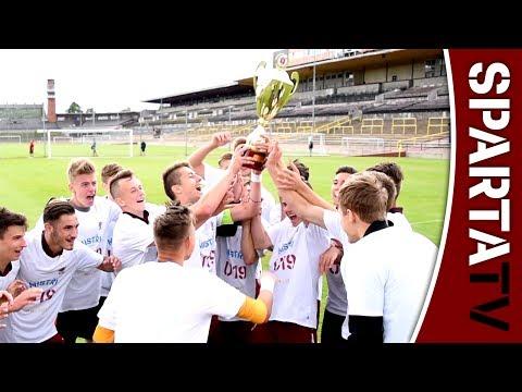 MISTŘI U19 | Tým převzal mistrovský pohár