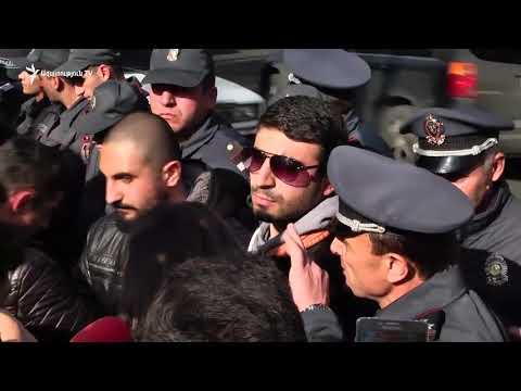 Ոստիկաններն ուժ են կիրառել ցուցարարների նկատմամբ - DomaVideo.Ru