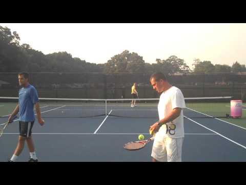 Mikhail Youzhny y Dmitry Tursunov practicando en Legg Mason 2009