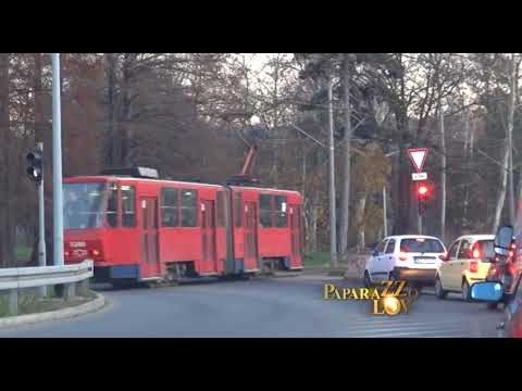 Tanju Savić zamalo udario tramvaj! UZNEMIRUJUĆI VIDEO!
