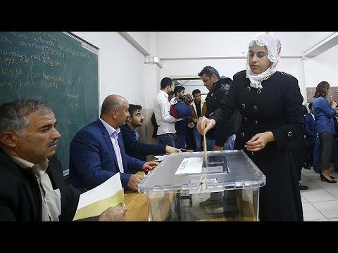 Η Τουρκία ψηφίζει – Στο κυνήγι της αυτοδυναμίας το κόμμα Ερντογάν