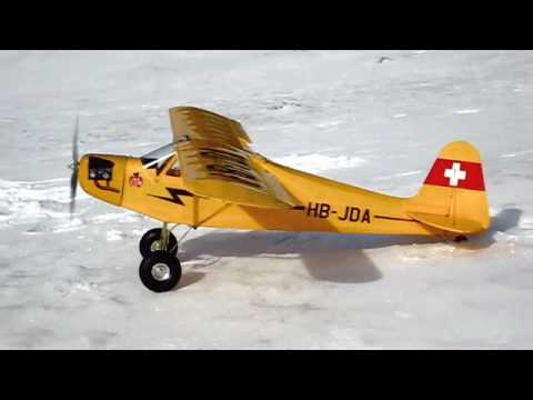 Hyperion Piper Cub J-3 25e 1400mm, Schneelandung