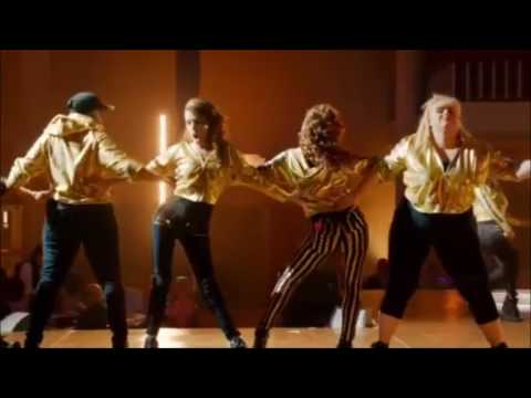 BecaxChloe JiggleJuice    Pitch Perfect 2    Convention Peformance