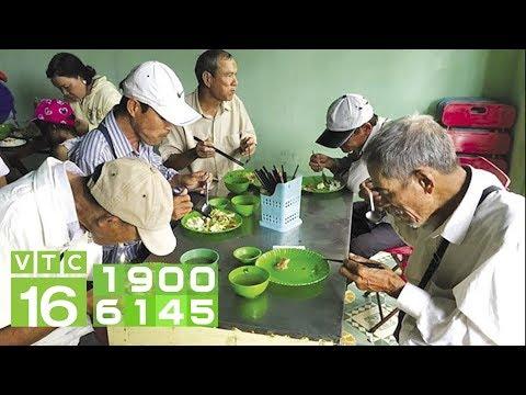 Ấm lòng bữa cơm từ thiện 2.000 đồng tại Sài Gòn I VTC16 - Thời lượng: 6 phút, 50 giây.
