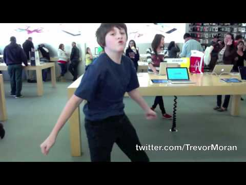 dancing at the apple store - NO COPYRIGHT INFRINGEMENT INTENDED** Tumblr: http://trevormoran.tumblr.com Song: Sexy and I Know It Artist: LMFAO Follow me on twitter! http://twitter.com/...