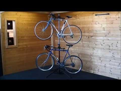 Präsentations Fahrradständer in Action - Fahrradaufhängung für 2 Fahrräder - Fahrradmontageständer