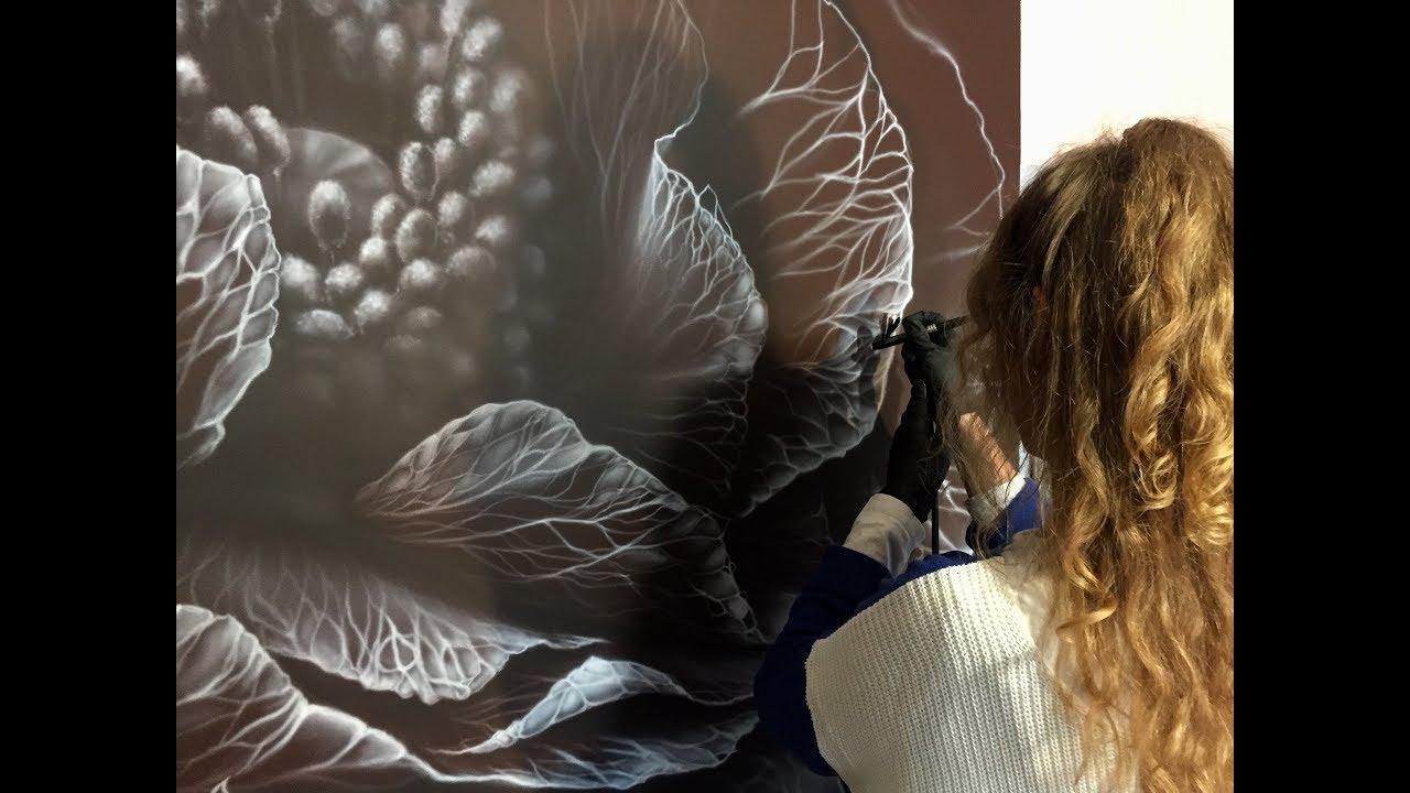 Роспись стен гостиной Магический цветок