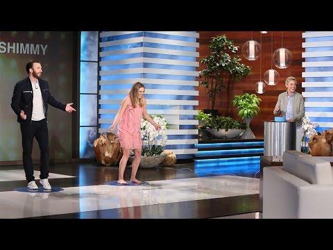 美國隊長跟緋紅女巫在節目上「即興尬舞」,當克里斯伊凡跳起性感舞蹈時…大家就發現他真的太會了!