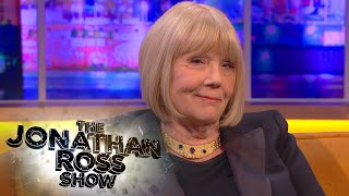 Dame Diana Rigg is on the show talking about Season 5 of Game Of Thrones, particularly one scene involving clay dildos. Subscribe to The Jonathan Ross ...