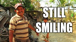 A man along with 3 other families just lost everything, but still manages to greet with a warm smile. Pura Vida!Families GoFundME Page - https://www.gofundme.com/3-families-lost-home-in-fireAtua's Channel https://www.youtube.com/channel/UCfn_qdZ1XMLRKIfMhexjooASUBSCRIBE! http://www.youtube.com/user/surfcoachesLET'S CONNECT!-- https://www.facebook.com/iSurfTribe-- https://instagram.com/iSurfTribe/-- https://twitter.com/isurftribe