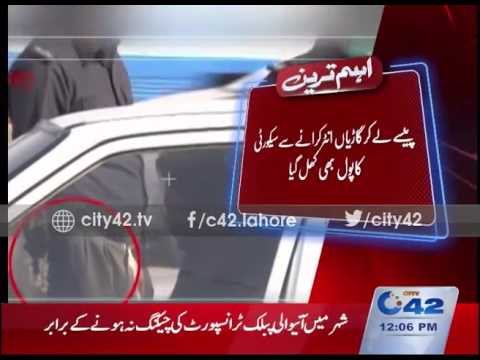 LHR Police openly taking bribe on entry routes of the city