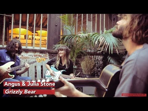 Angus & Julia Stone - Angus & Julia Stone - Grizzly Bear (live session / Session acoustique) + infos : http://www.soul-kitchen.fr/?p=47994 SK* Sessions : http://bit.ly/sksessions ...