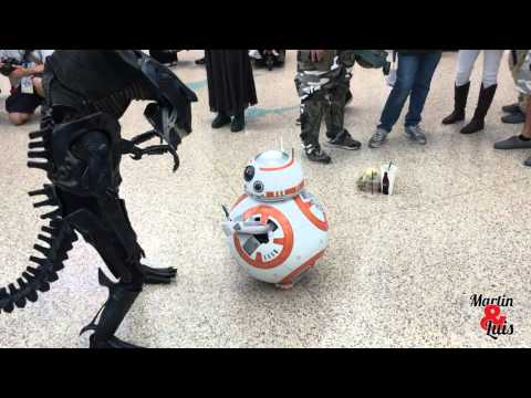 The Cutest BB-8 and Alien Costume I've ever seen. WonderCon 2016
