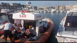 Lecce: 500 Kg di droga abbandonata sugli scogli. Sequestrata dalla Guardia Costiera | VIDEO