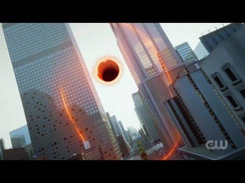 The flash battles a black hole/ the Flash season 6 episode 1
