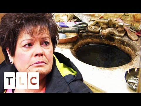 Friend Is SHOCKED At How This Woman Has Been Living   Hoarding: Buried Alive
