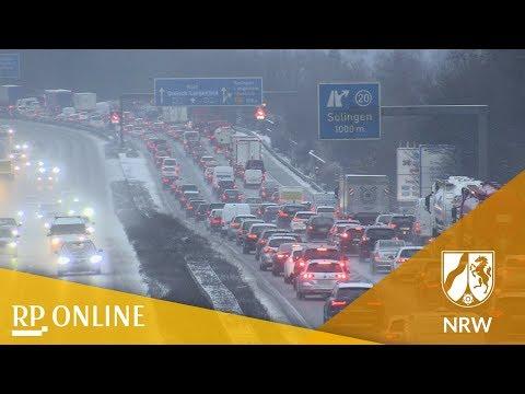 Wetter: Schnee in NRW sorgt für Stau und Unfälle