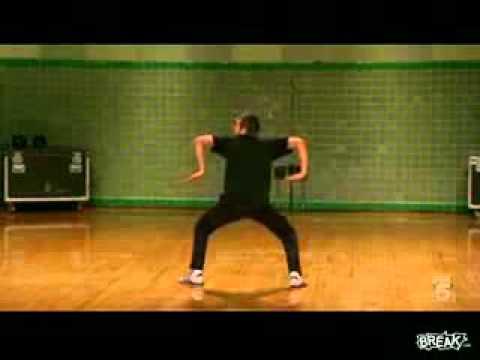 Охренеть пацан танцует