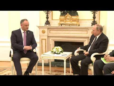 Prelungirea amnistiei pentru migranţi, reglementarea diferendului transnistrean, parteneriatul strategic moldo-rus – subiectele discuţiei dintre Igor Dodon şi Vladimir Putin