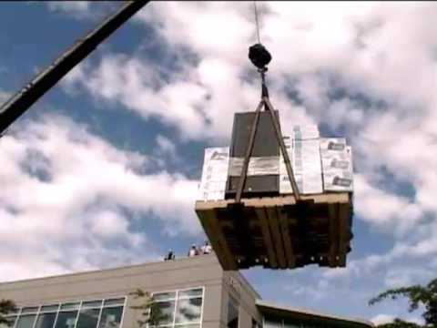 「[ハプニング]クレーン吊り上げ中のアクシデント。」のイメージ