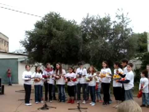 Hit The Road Jack – by the Ukuleles For Peace Orchestra (cute)