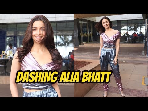 DASHING Alia Bhatt Spotted For Promoting Film Gully Boy At Juhu