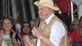 Em caravana pelo nordeste do país, o ex-presidente Luiz Inácio Lula da Silva se reuniu neste sábado com pequenos agricultores em Feira de Santana, a 100 km de Salvador.