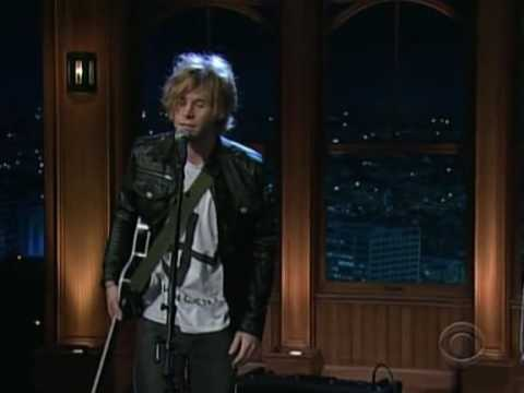 Chairlift - Bruises (Live on the Late Late Show with Craig Ferguson)