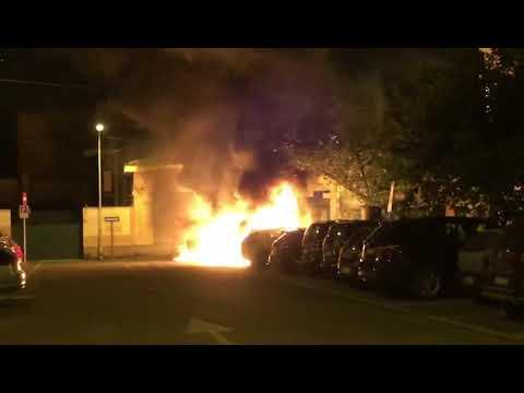 Cinque auto a fuoco nella notte