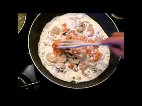 Calamarata con gamberi, funghi e salmone