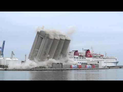 Взрывное видео: демонтаж элеватора в порту