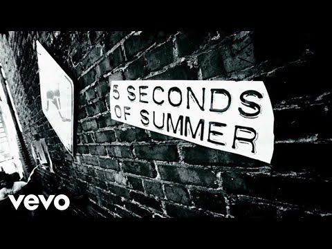 5 Seconds Of Summer – She Looks So Perfect (Lyric Video)