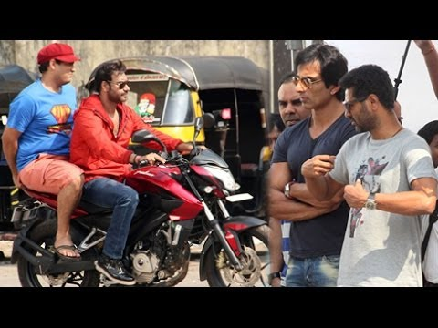 Video Ajay Devgn & Sonu Sood On Sets Of Action Jackson - CHECKOUT download in MP3, 3GP, MP4, WEBM, AVI, FLV January 2017