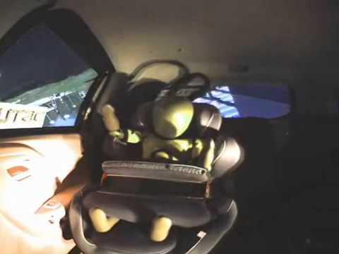 Crash test capottamento con seggiolino con cuscino (esito potenzialmente rischioso per il bambino)