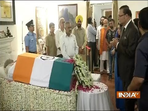 India TV Chairman and Editor-in-Chief Rajat Sharma pays tribute to former PM Atal Bihari Vajpayee (видео)