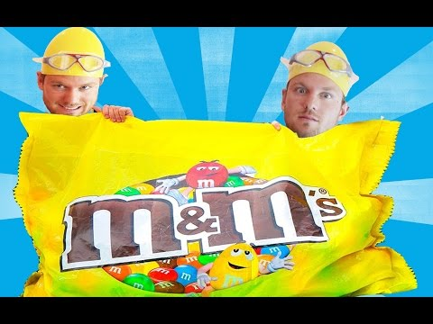 GIANT CANDY M&M's BAR !!! Challenge Annabelle Гигантский ММДЕНС