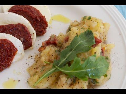 Ricetta: Insalata di patate con rucola e pomodori secchi - perfetta per una grigliata e per l'estate