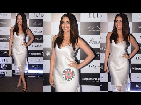 Video Yami Gautam looking Super In White Satin Dress At Elle Graduates Evening download in MP3, 3GP, MP4, WEBM, AVI, FLV January 2017