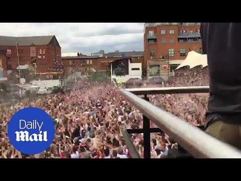 Fans go wild in Manchester after England score in World Cup - Daily Mail