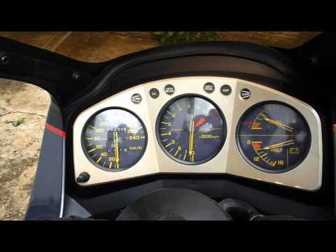CBX 750f (SETE GALO) acelerando de leve em Pedregulho!!!
