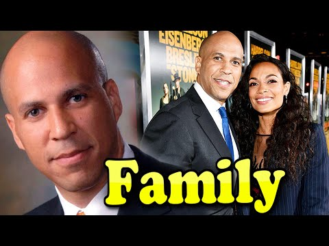Cory Booker Family With Parents and Girlfriend Rosario Dawson 2020