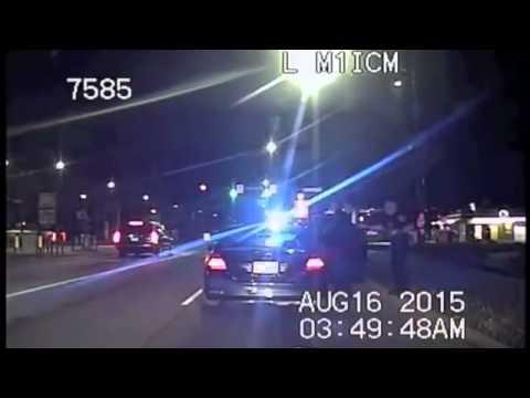 sfreccia nel traffico: poliziotto lo ferma e la aiuta a partorire!
