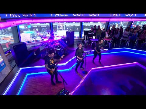 Fall Out Boy - HOLD ME TIGHT OR DON'T (Live On Good Morning America) (видео)
